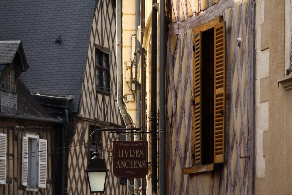 Livres Anciens dans Bourges img_5338